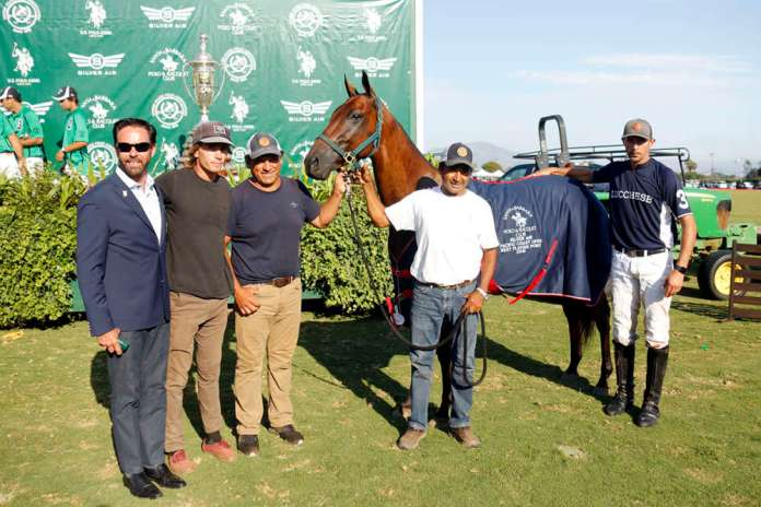Best Playing Pony: Pen Ultimo, played and owned by Jeff Hall, presented by USPA CEO Robert Puetz and pictured with Santi Sherriff, Martin Diaz, Dario Arabena and Carlos Lunas.