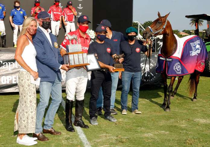 Willis L. Hartman Best Playing Pony in the U.S. Open Polo Championship® Final: Gete Leonor, played and owned by Adolfo Cambiaso. Presented by Jesse Coppola and Northeastern Circuit Governor Leighton Jordan. Pictured with Rito Avalos, Juan Pablo Quiroga and Juan Martin Aneas.