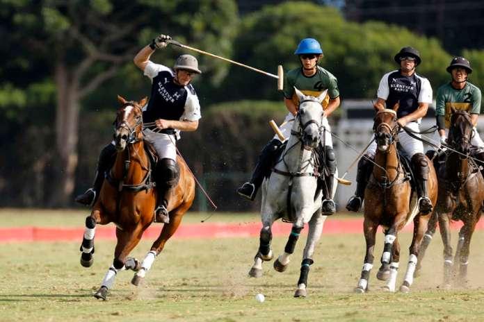 Klentner Ranch's Remy Muller prepares for a backshot while Sol de Agosto's Nico Escobar rides in to defend.