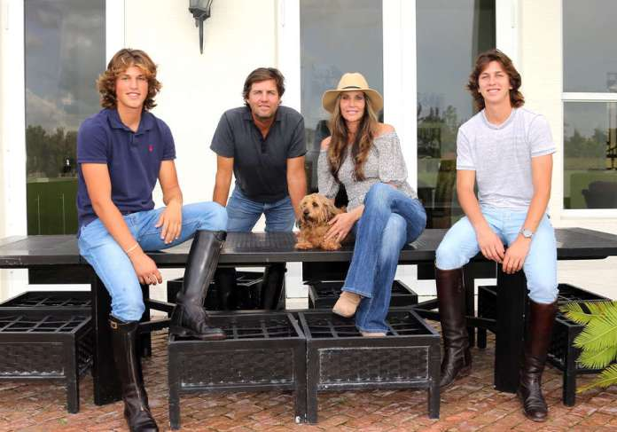 Escobar family: (L to R) Lucas, Luis, Georgette (with Tica) and Nico. ©Alex Pacheco