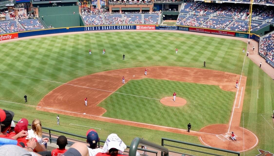 Las ligas deportivas juegan a la defensiva ante el coronavirus.