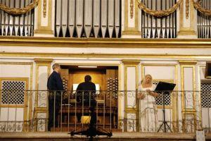 """Il mezzosoprano e compositrice Teresa Nicoletti  al """"Festival Organistico"""" di San Martino delle Scale."""