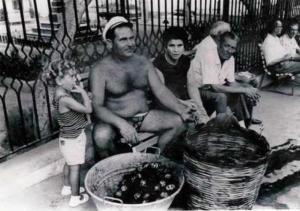 Salvatore Russo (tuturi) vende ricci di mare