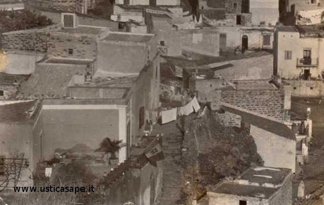 Ustica particolari case centro storico ustica sape for Case particolari