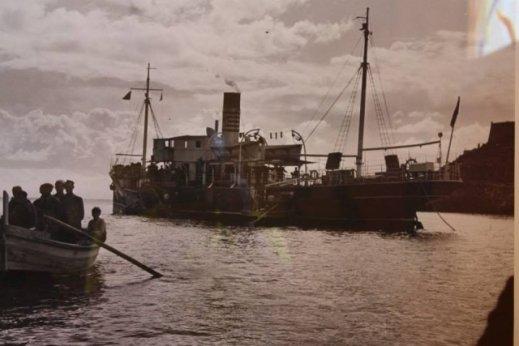 barco passeggeri con la  barca