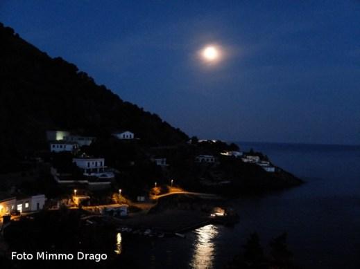 Ustica, luna piena su Cala Santa Maria