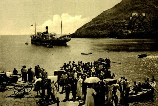 Nave in rada - imbarco passeggeri