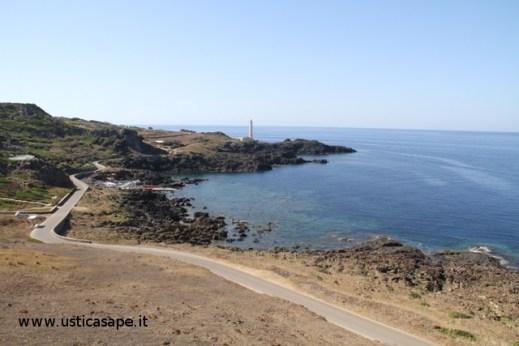 Spalmatore con faro Punta Cavazzi