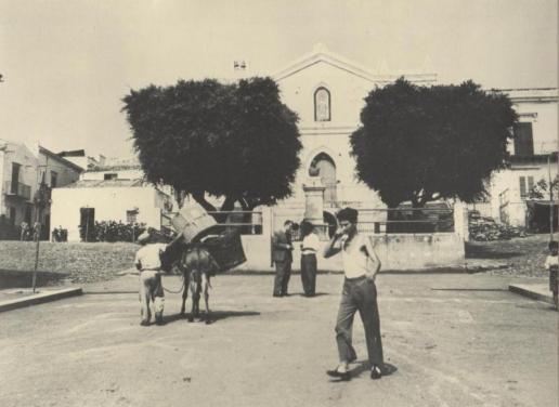 Ustica Piazza Capitano Vito  Longo dopo la costruzione del soppalco davanti la chiesa