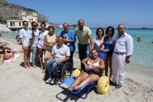 I soci di SKAL e FINP con Beppe Castellucci e la sedia JOB