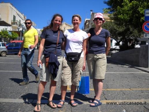 Turiste ad Ustica in cerca di avventura