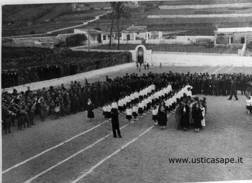 Ustica, imponente manifestazione dell'epoca...