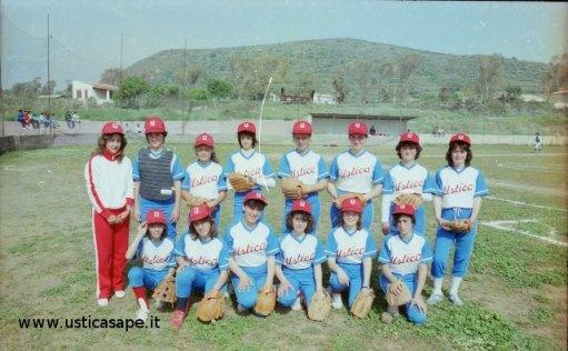 Ustica, squadra di softball.
