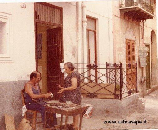 Antonino Tranchina, uno degli ultimi calzolai ad Ustica