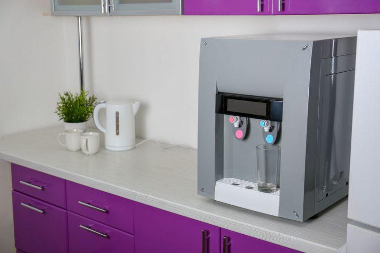 Un dispenser acqua da casa