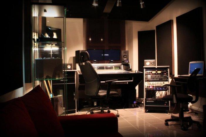 Control Room 01