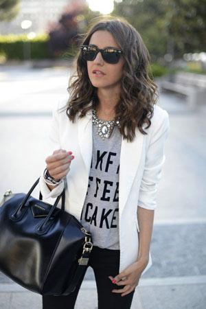 Grafitne majice uz beli sako