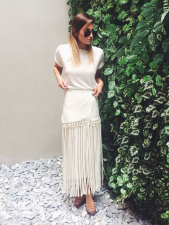skromni seksi stil bela maksi suknja sa resama