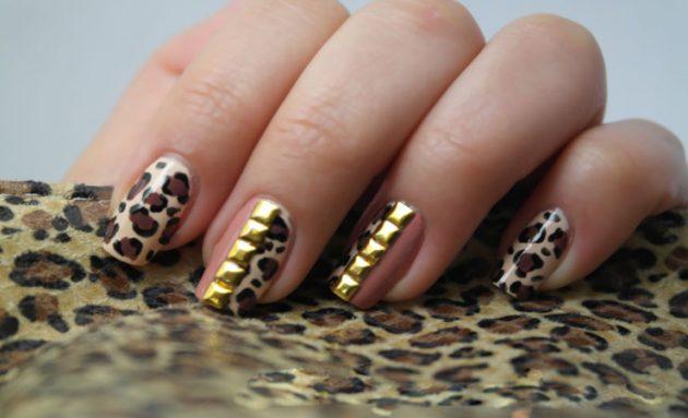 leopard print i cirkoni na noktima