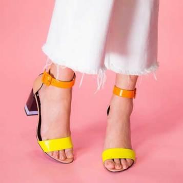 kolor bloking sandale i bez lak