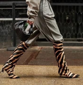 nogavice u cizmama sa zebra printom