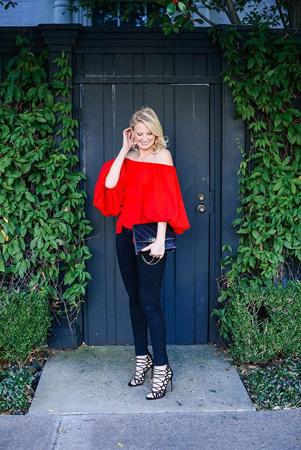 vecernji outfit crvena bluza