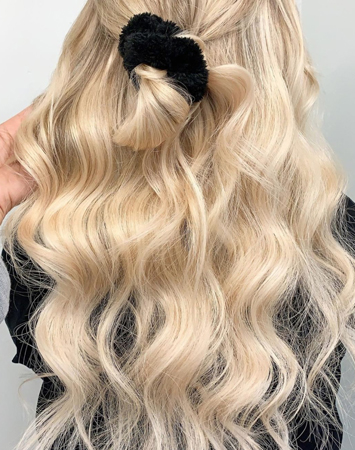 popularne frizure - prelepa plava talasasta kosa