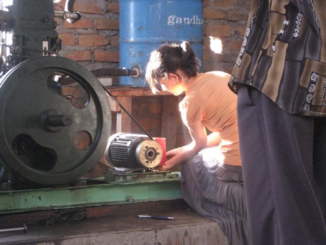 Engineering student Sets up a Generator in Uganda