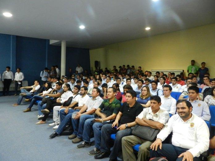 Estudiantes participaron en conferencias y talleres