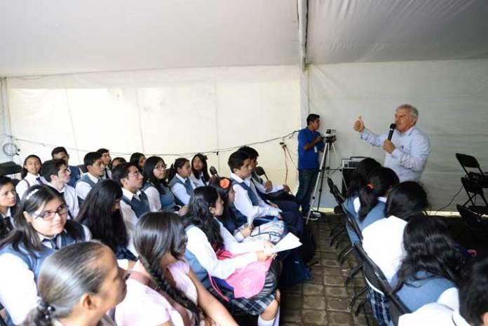 Los asistentes a la conferencia conocieron las opciones de preparación en línea que la UV les ofrece para presentar el examen de admisión