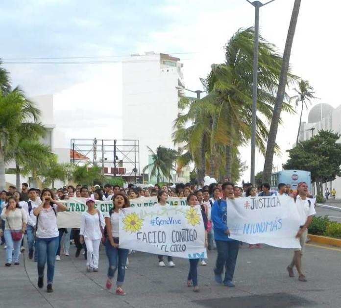 La comunidad universitaria marchó en Veracruz y Boca del Río