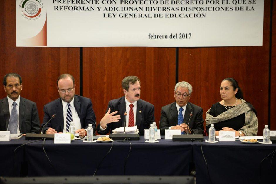 De izquierda a derecha: José Alfonso Esparza, rector de la BUAP; Jaime Valls, secretario de ANUIES; Juan Carlos Romero, el subsecretario Salvador Jara, y la Rectora de la UV