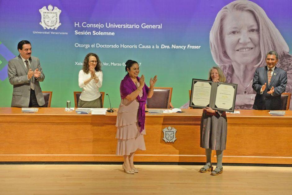 La filósofa Nancy Fraser recibió el Doctorado Honoris Causa en Tlaqná, Centro Cultural