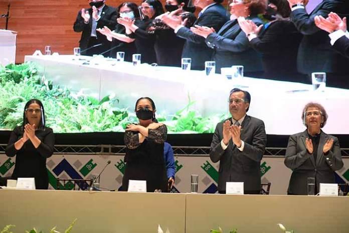El gobernador Cuitláhuac García, así como autoridades estatales y municipales, asistieron al informe de actividades de la Rectora