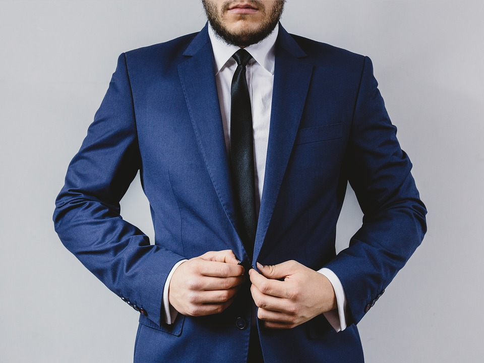 スーツ ネクタイ ブレザー ファッション 服 男 紳士 人 手