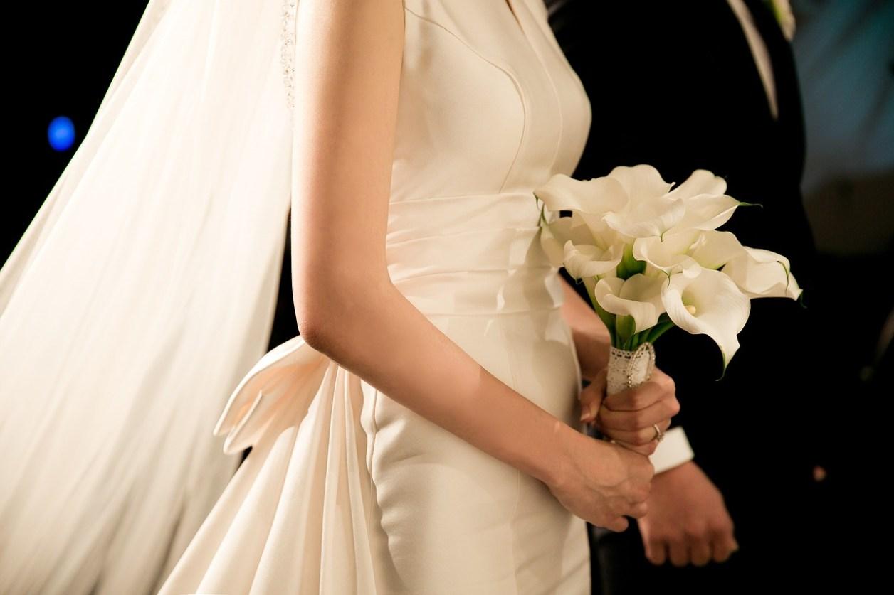 結婚式 男性 女性