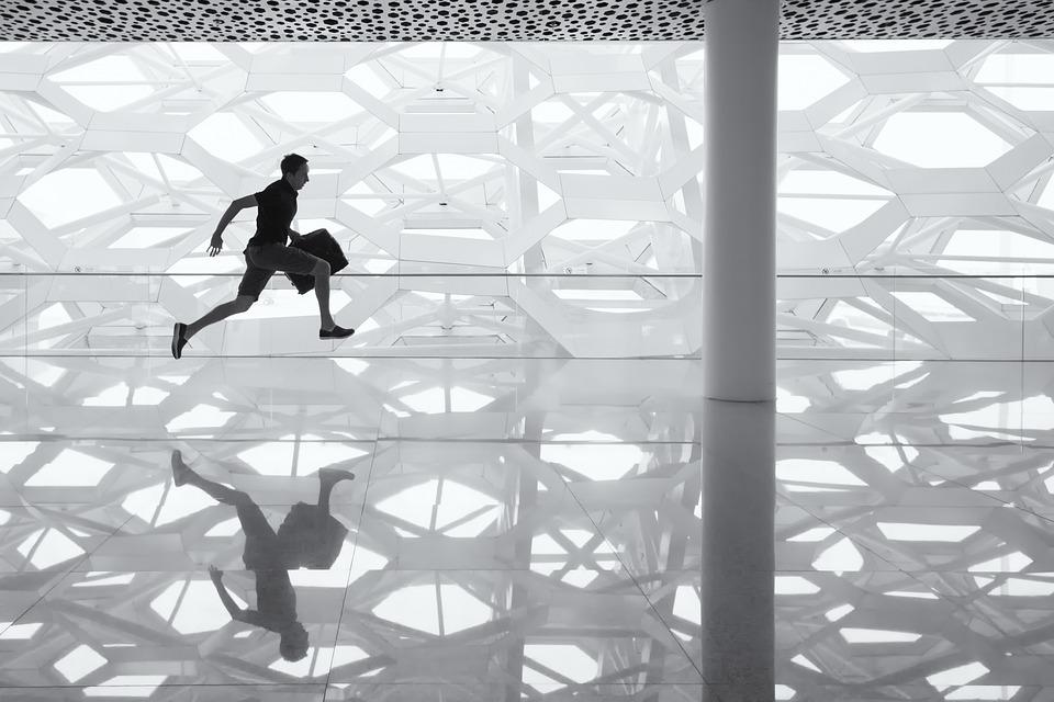 実行中の男性 ガラスの床 反射 ガラス 床 男 実業家 ブラック 緊急度 透明
