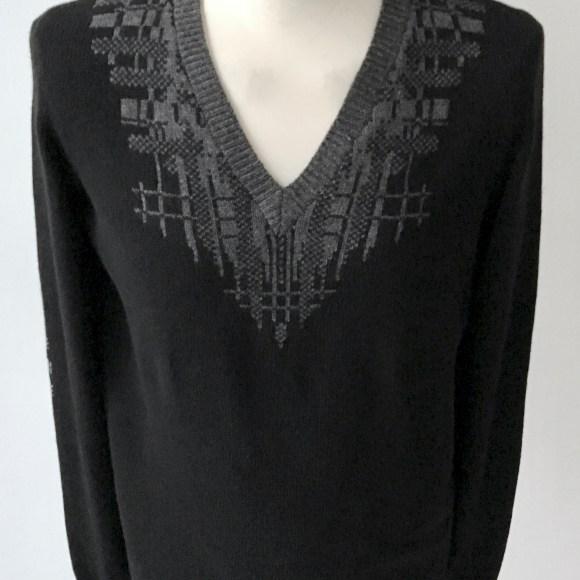 deconstructed-check-uweurbansky-handmade-kaschmir-merino-tartan-grau-schwarz-v-neck-unisex