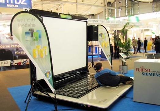 worlds-biggest-laptop-3