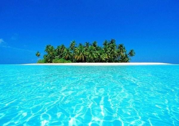 Plage de l'atoll d'Ari aux Maldives