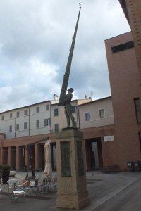 Theimer a Foligno - monumento a Giuseppe Piermarini 01