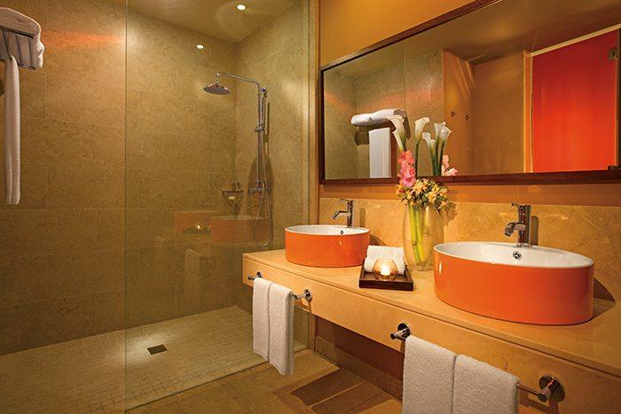 Allure Junior Suite bathroom