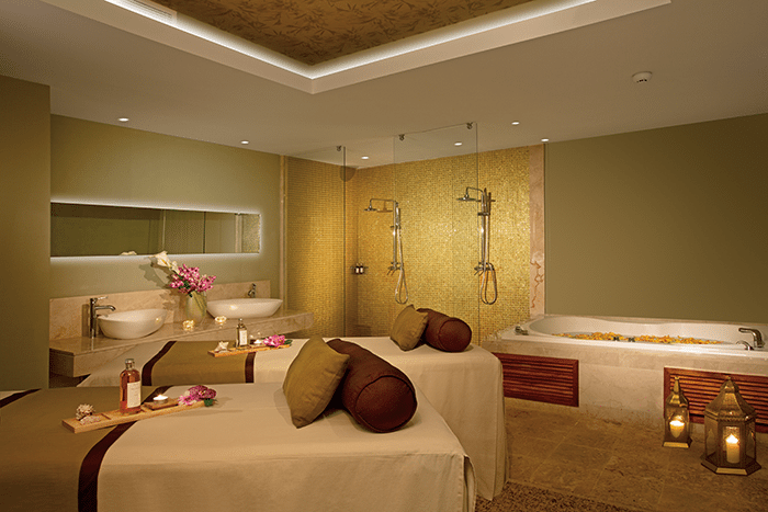Spa cabin at Breathless Spa by Pevonia®.