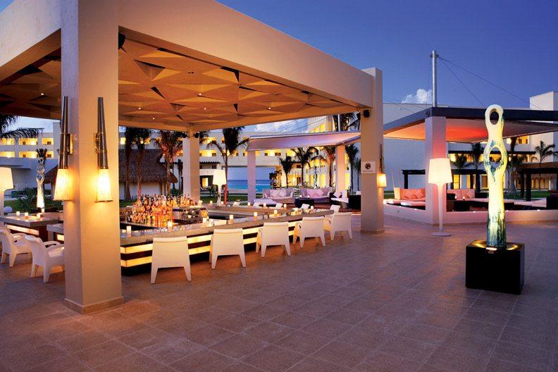 Veranda Bar.