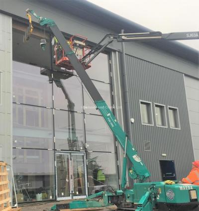 MC305 Crane + P11104 Glass Lifter