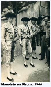 Manolete antes de iniciar el paseíllo en la corrida de Ferias de Girona. 1944