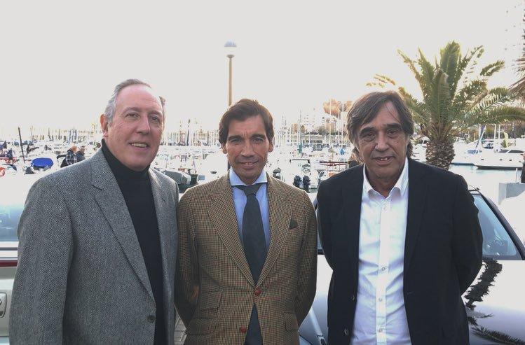 Los aficionados catalanes llenan el Port Olímpic de Barcelona
