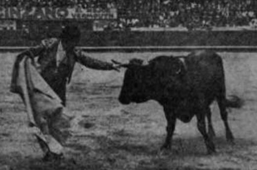 Larita adornándose. 18 de septiembre de 1927