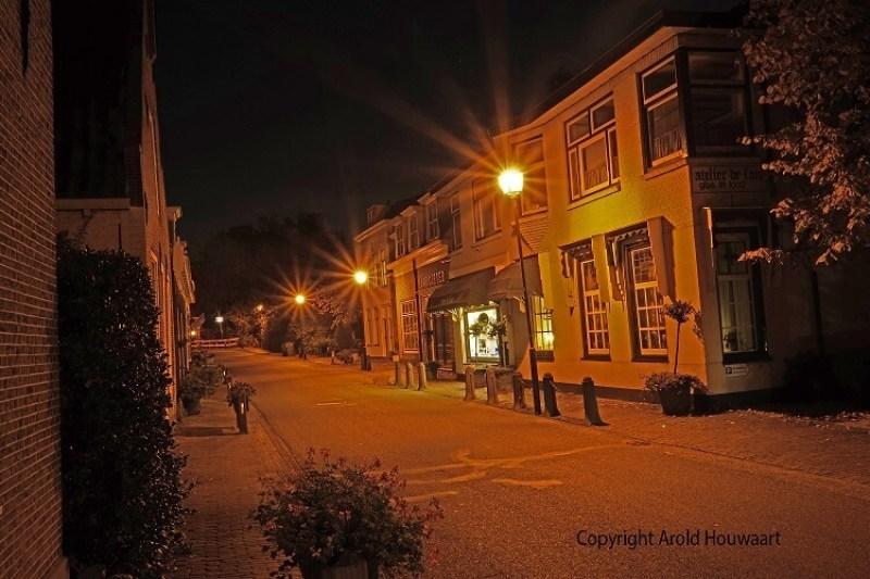 Oegstgeest dorpsstraat bij nacht