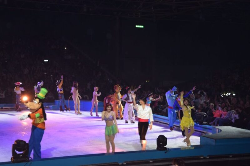 Disney on Ice - Goofy - Mulan - Doornroosje
